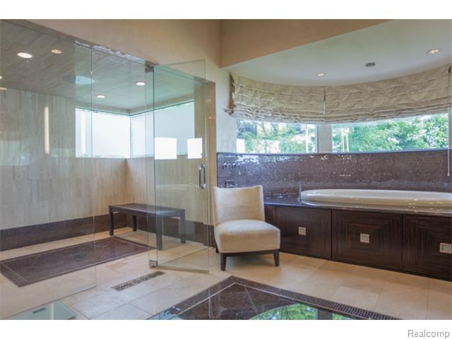 - Expansive Shower