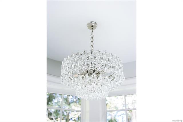 - Close up of gorgeous fixture above