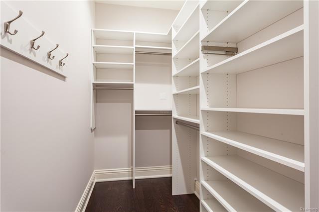 - Walk-in closet (Bedroom2)