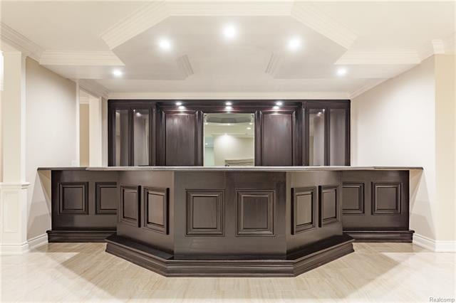- Bar with mirrored area and rear shelving