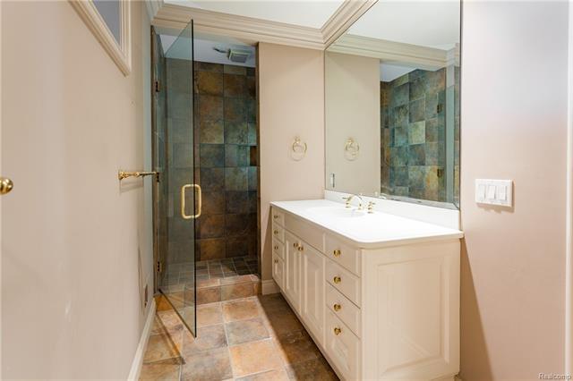 - Full bath in pool dressing area