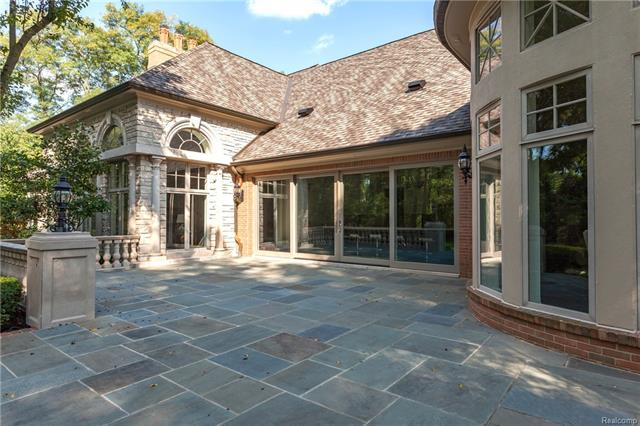 - Large bluestone patio can be accessed through long wall in kitchen (allowing indoor/outdoor living s