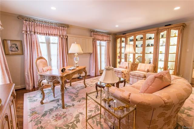 - Master bedroom sitting room