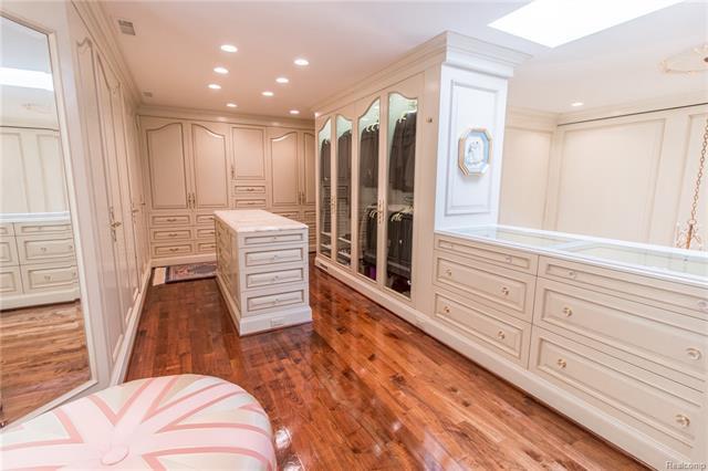 - 3rd floor closet open to master bath