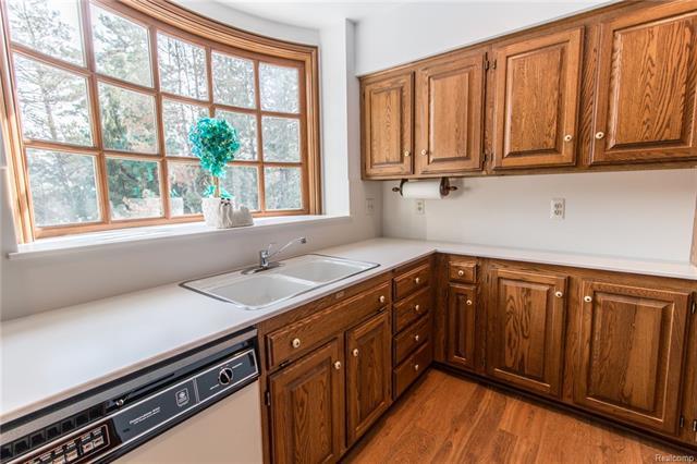 - Apartment over 4 car garage - kitchen