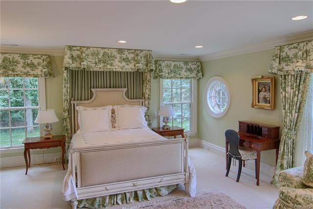 - 2nd bedroom