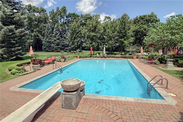 - Fabulous pool