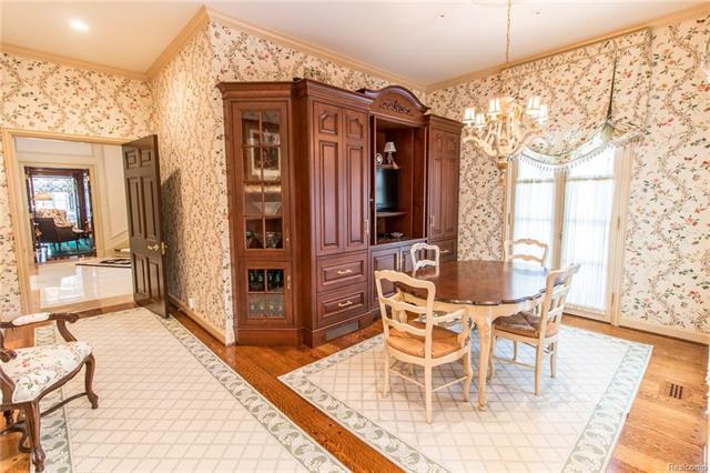 - Breakfast room