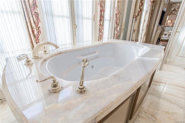 - Master bath onyx tub