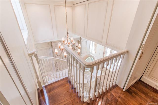 - Stairs to 3rd floor closet