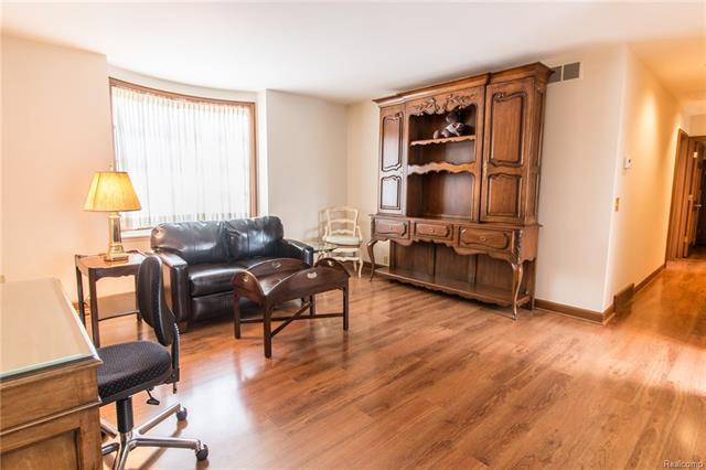 - Apartment over garage - living area