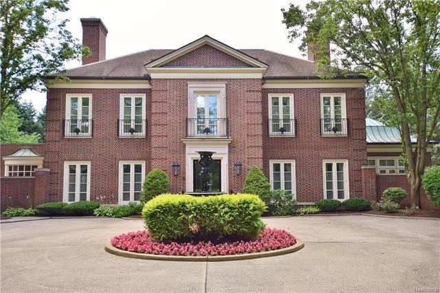 - 325 Dunston - summer courtyard