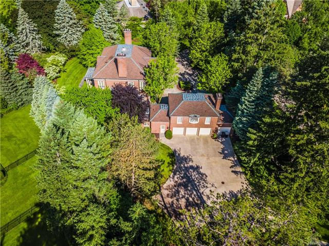 - 1 acre in the heart of Bloomfield Hills