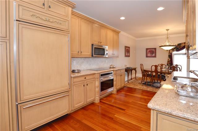 - 27aa   Apartment Kitchen & Dining Room    Orchard Ridge 5249 august_57.JPG