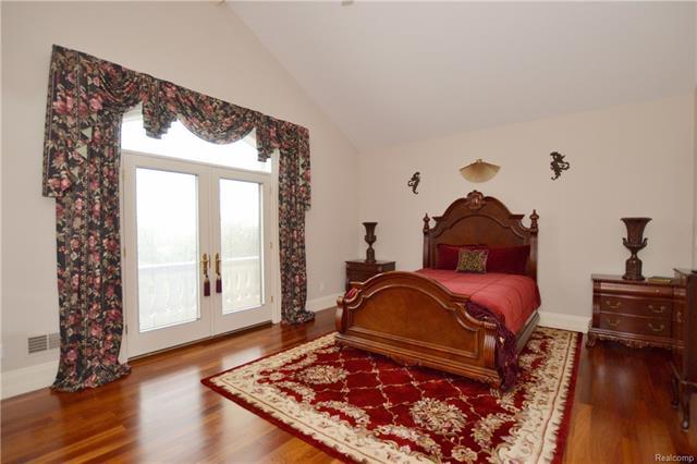 - 28aa   En Suite Bedroom With Balcony   Orchard Ridge 5249 august_44.JPG