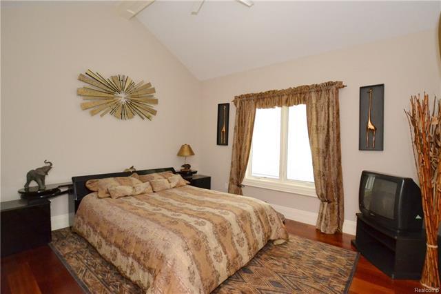 - 31aa   En Suite Bedroom    Orchard Ridge 5249 august_49.JPG