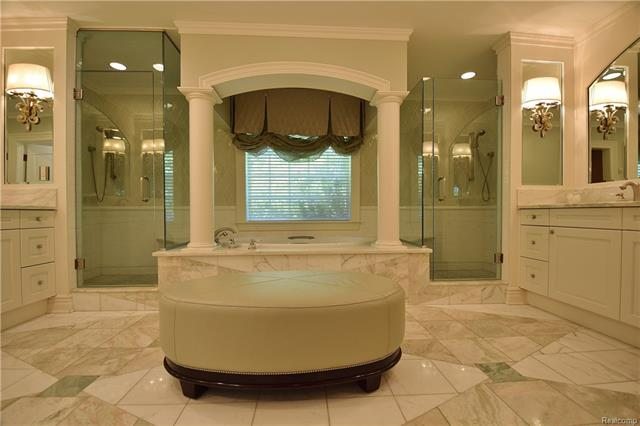 - owners suite private bath 1.JPG
