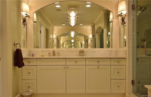 - owners suite bath .JPG