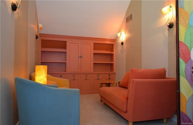 - upper loft 1.JPG
