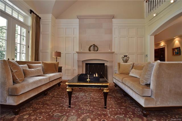 - living room 6.JPG
