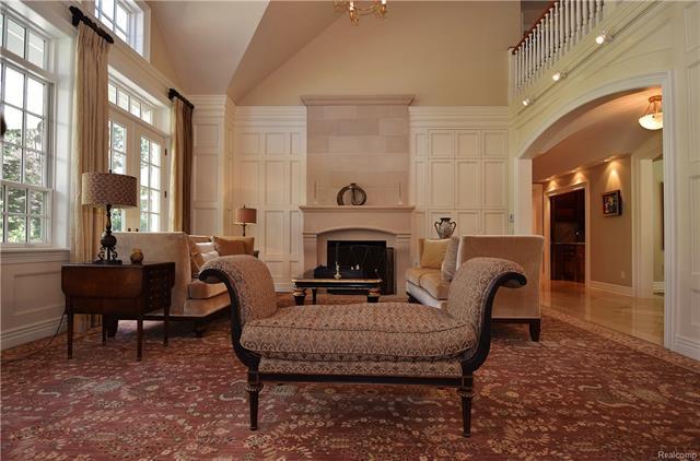 - living room 9.JPG