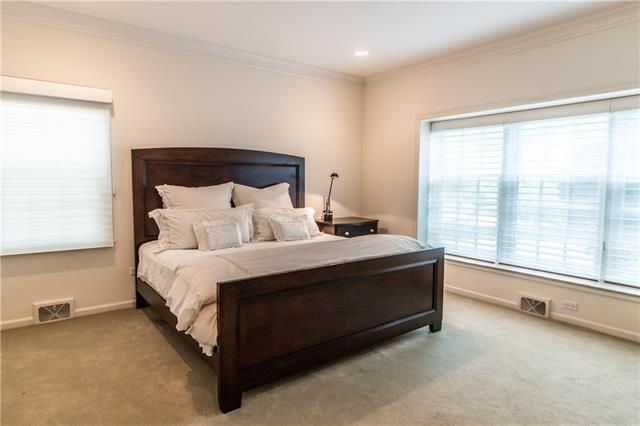- 1st floor ensuite bedroom