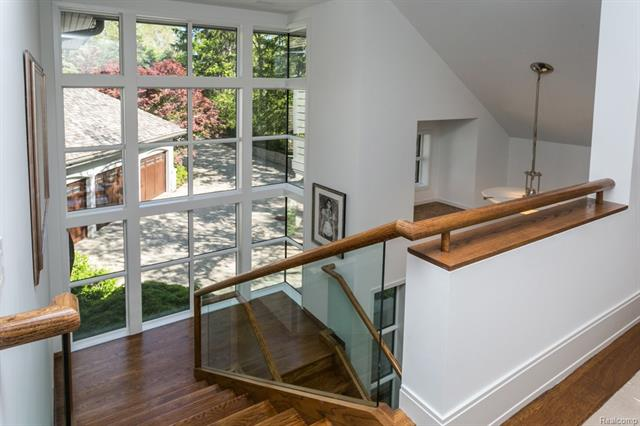 - View to front drive