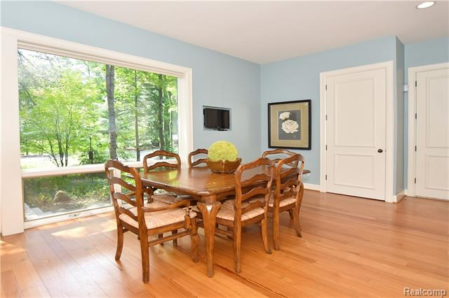 - Breakfast room with wooded views