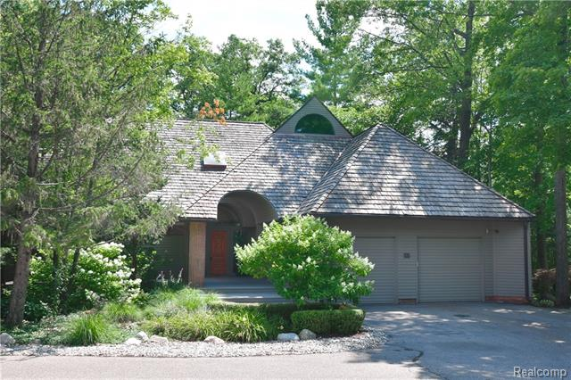 - 55 Scenic Oaks - Secluded Bloomfield Hills enclave
