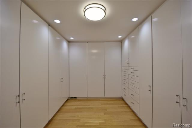 - Master suite dressing area & WIC