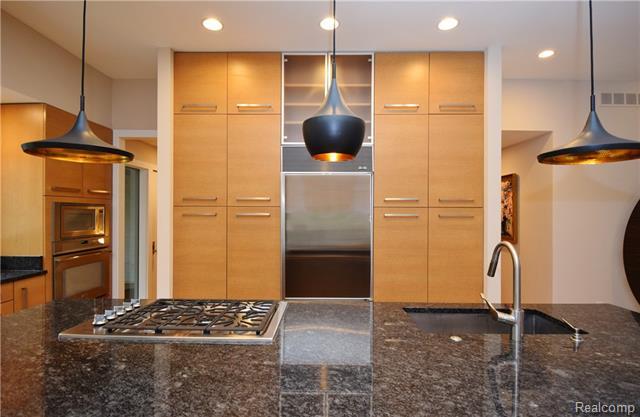 - Granite island & Wood-Mode cabinetry
